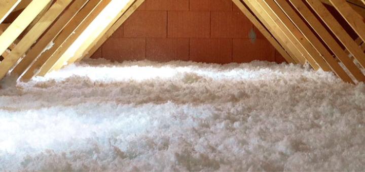 Isolation des combles par de la laine naturelle. Chantier réalisé par IsolToit